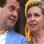 Слух о Медведевой прокомментировало правительство