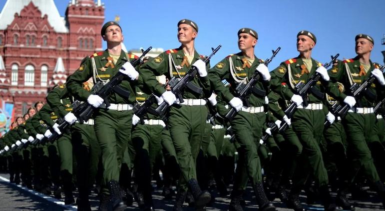 """""""Карма настигнет каждого!"""": Вся мощь российской армии будет защищать Донбасс"""