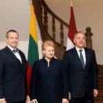 В Латвии хотят встречи с Путиным, иначе экономике придёт конец, на кону - транзит российских грузов