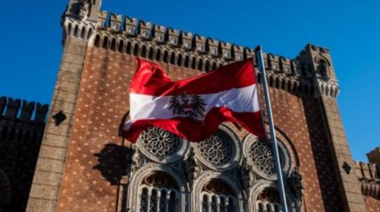 «Стреляем сами в себя»: Австрийский политик пролил свет на истинную суть антироссийских санкций