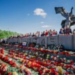 """""""Напоминает о страданиях"""": Парламент Латвии поддержал уничтожение памятника освободителям Риги от фашистов"""