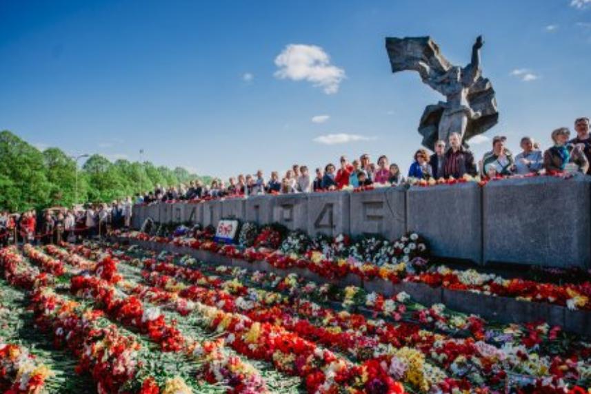 «Напоминает о страданиях»: Парламент Латвии поддержал уничтожение памятника освободителям Риги от фашистов