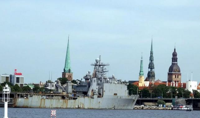 Американский корабль опозорился в Риге