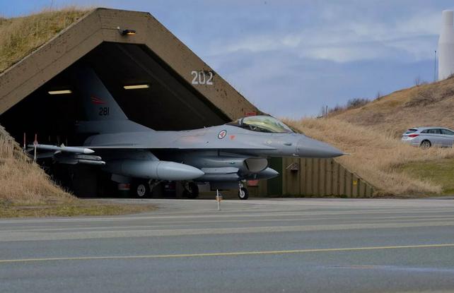 Норвегия неожиданно закрывает авиабазу НАТО