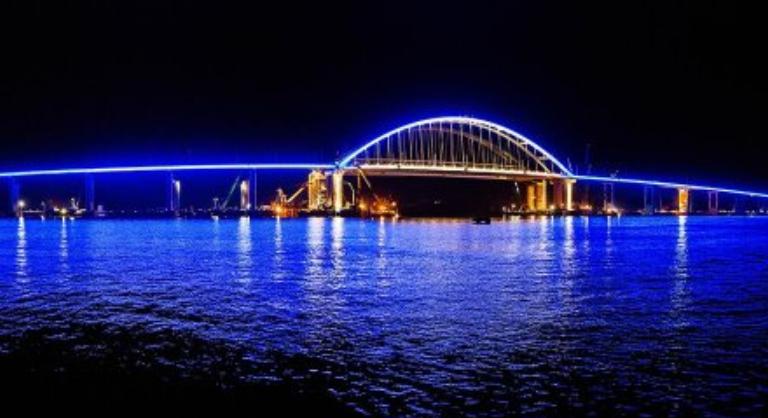Снова стал полуостровом. Завершена укладка рельсов на Крымском мосту