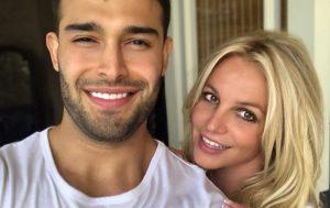 Бритни Спирс засыпала сеть совместными фото с молодым бойфрендом