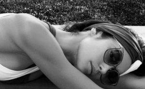 Ольга Куриленко показала стройную фигуру в купальнике