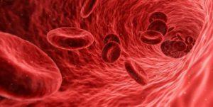 Медики указали на первые признаки возможного тромба