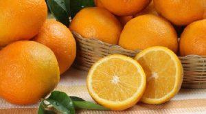 Медики рассказали, кому нельзя есть апельсины