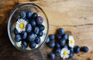 Диетолог перечислил симптомы нехватки витаминов