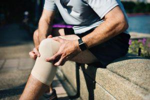 Врачи советуют, как избавиться от хруста в суставах