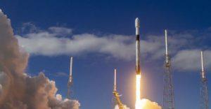 SpaceX вывела на орбиту новую партию интернет-спутников, попутно установив рекорд