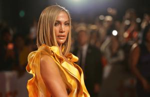 Дженнифер Лопес призналась, что тоже подвергалась домогательствам в Голливуде
