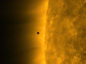 NASA показало, как выглядело прохождение Меркурия по диску Солнца