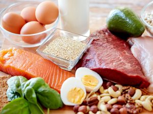 Врач: в холодное время года в рационе ежедневно должны присутствовать белковые продукты