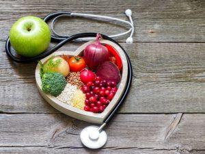 Медик назвал продукты, которые помогут укрепить сосуды и снизить холестерин