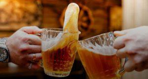 Медики рассказали, при каких заболеваниях полезно пиво